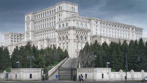 http://webcultura.ro/wp-content/uploads/2014/12/Palatul-Parlamentului.jpg