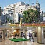 Vandalii au distrus girafa din fata Muzeului Antipa