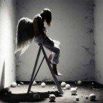 Îngerul cu o carte în mână