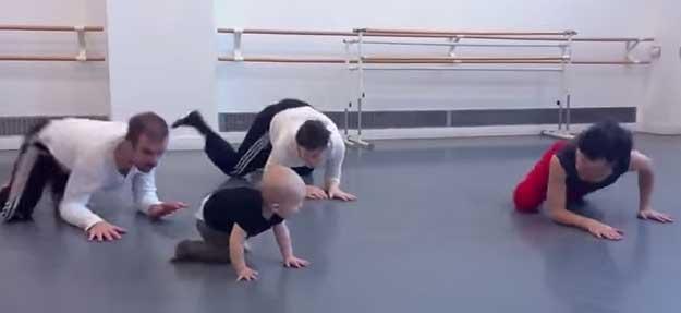 bebelus-dansator