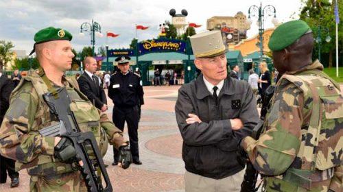 Disneyland cu mitraliere şi alte impresii